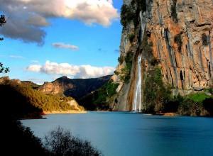 A tan solo una hora de camino de Baeza, podemos visitar las Sierras de Cazorla Segura y Las Villas